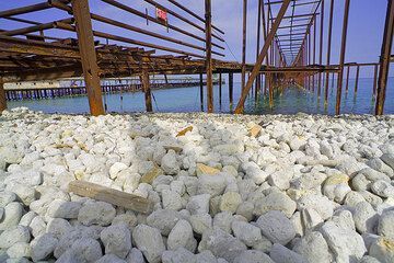 Old rusted piers and pumice on the beach at the pumice quarry of Lipari (Photo: Tom Pfeiffer)