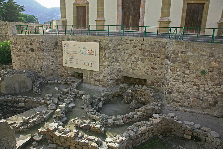 Stone-age and Ancient Greek ruins at the castle of Lipari (Photo: Tom Pfeiffer)