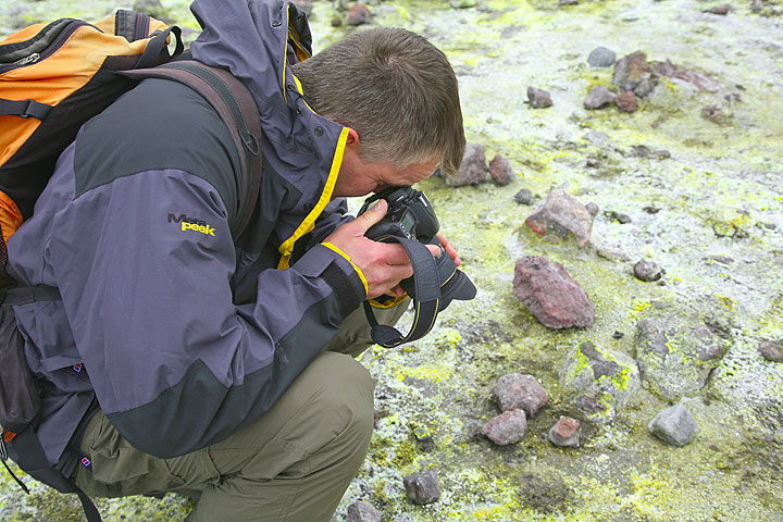 Andy photographing fumarolic deposits covering the ground (Photo: Tom Pfeiffer)