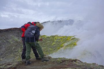 Rosario leading Inès to the edge of the deep pit crater  (Photo: Tom Pfeiffer)
