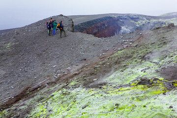 Group on the rim of Bocca Nuova crater (Photo: Tom Pfeiffer)