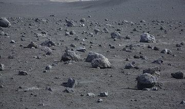 Black lapilli desert and numerous beautiful rounded bombs from the 2002-3 eruption. (Photo: Tom Pfeiffer)