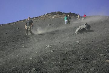 Group descending from the Montagnola - lots of fun! (Photo: Tom Pfeiffer)