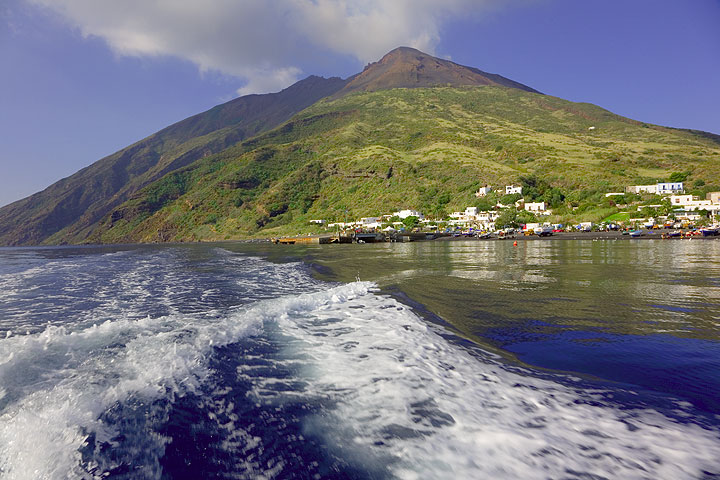 Stromboli mountain and the village seen from the sea (Photo: Tom Pfeiffer)