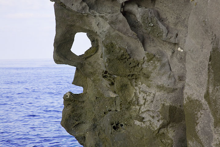 Face in the rock (Photo: Tom Pfeiffer)