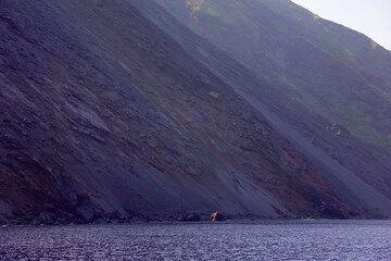 The steep slope of the Sciara del Fuoco (Photo: Tom Pfeiffer)