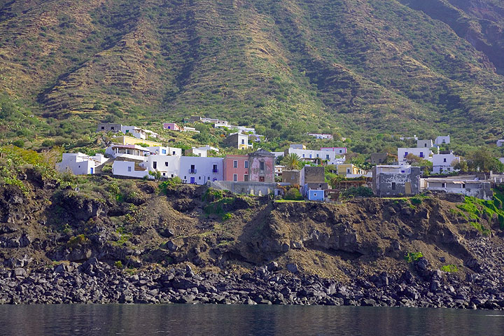 The little village of Ginostra on the south side of Stromboli island (Photo: Tom Pfeiffer)