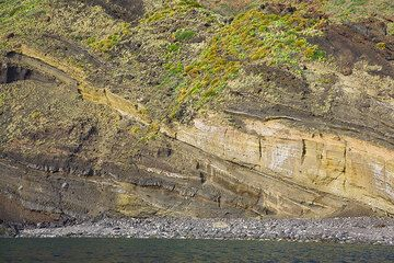 Old ash and pumice layers from Stromboli (Photo: Tom Pfeiffer)