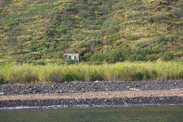 Isolated house at Punta Lena (Photo: Tom Pfeiffer)