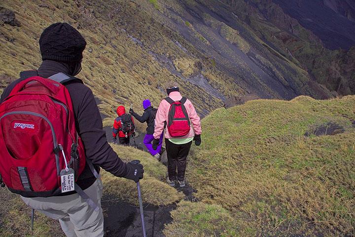 Descending into the Valle del Bove (Photo: Tom Pfeiffer)