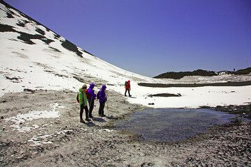 The group below the 2001 born Cono del Lago, where a small pond of meltwater has formed. (Photo: Tom Pfeiffer)