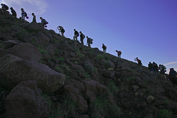 A group climbing Stromboli volcano (Photo: Tom Pfeiffer)