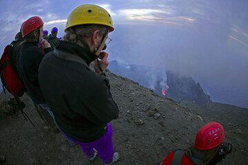 Waiting for eruptions (Photo: Tom Pfeiffer)