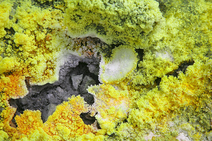 White gypsum and yellow sulphur deposits form bizarre crusts around the fumaroles that have temperatures mostly between 100 and 300 degrees centigrade. (Photo: Tom Pfeiffer)
