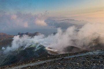 Fumarole field on the eastern crater rim, and parts of Lipari in the background. (Photo: Tom Pfeiffer)