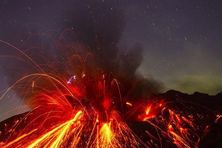Explosión de Sakurajima (Japón) en 14:54 UTC (27 Sep 2013) (Photo: Tom Pfeiffer)