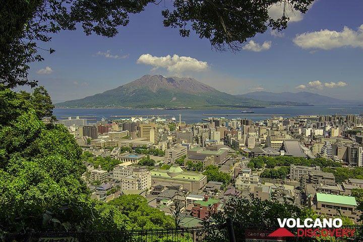 Sakurajima seen from the Shiroyama park. (Photo: Tom Pfeiffer)