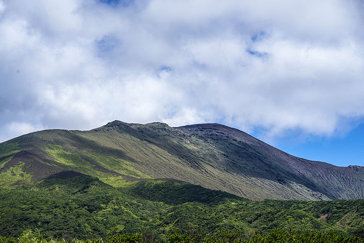 View of the crest of the island's volcano, Mt Ontake (Photo: Tom Pfeiffer)