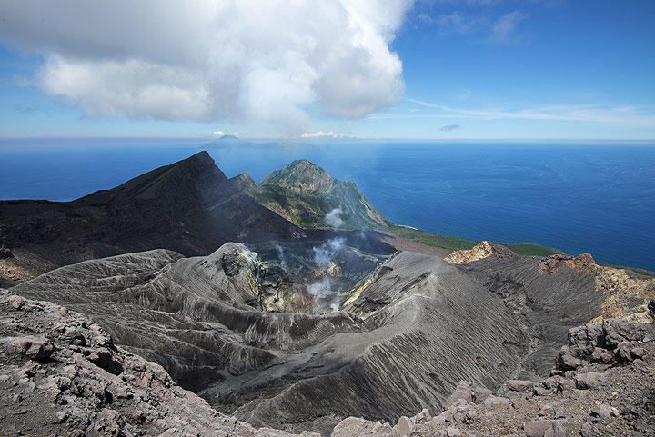 View over the active crater of Suwanose-jima volcano, Mt Ontake volcano (view to the NE) (Photo: Tom Pfeiffer)