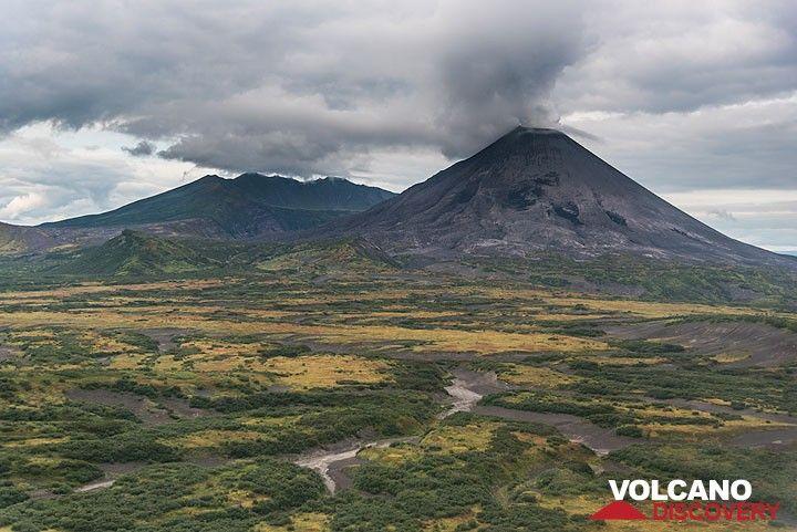 Karymsky volcano! (Photo: Tom Pfeiffer)