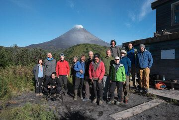6 Sep: nevertheless, we had a fantastic time in this unique and remote place. Group photo. (Photo: Tom Pfeiffer)