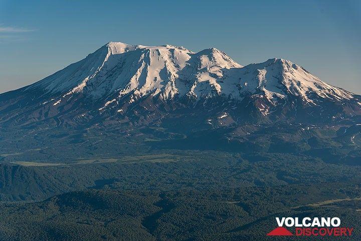 We pass snow-covered Zhupanovsky volcano as we fly southwards. (Photo: Tom Pfeiffer)