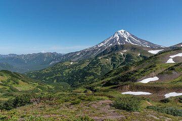 View towards Vilyuchik volcano from the south. (Photo: Tom Pfeiffer)