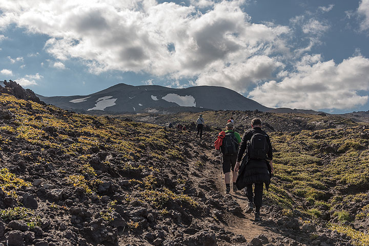 The trail over old lava flow fields of Gorely is easy to walk, gently climbing for about 8 km and 800 m total gain from the base to the summit area. (Photo: Tom Pfeiffer)