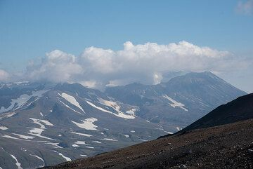 View towards neighboring Mutnovsky volcano, our destination for the coming day. (Photo: Tom Pfeiffer)