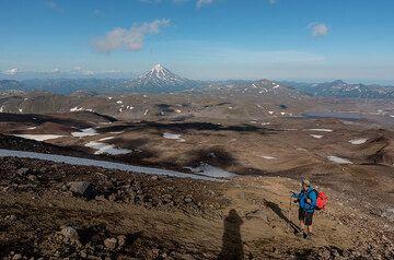 Stefan on the last, a bit steeper part of the trail below the summit. (Photo: Tom Pfeiffer)
