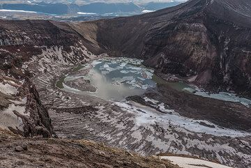 Another view of the central crater, which seems very calm and cold. (Photo: Tom Pfeiffer)