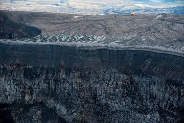 A group has arrived from Petropavlovsk by helicopter. (Photo: Tom Pfeiffer)