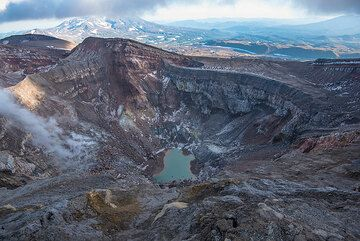 Wider view of the NW crater of Gorely. (Photo: Tom Pfeiffer)