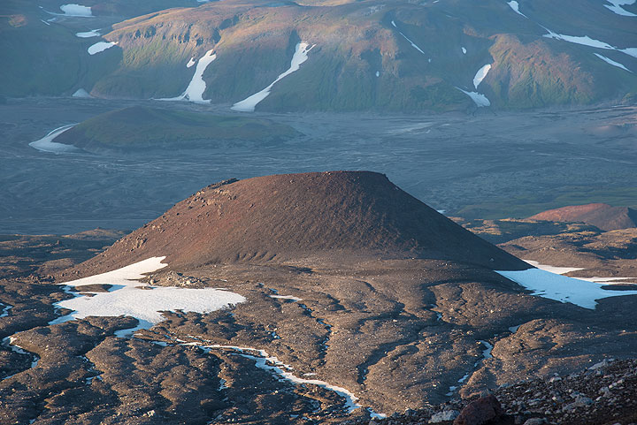 Cinder cone on the eastern flank of Gorely. (Photo: Tom Pfeiffer)
