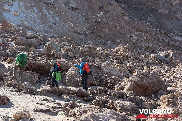 8 Sep: we hike to the crater of Mutnovsky volcano.. (Photo: Tom Pfeiffer)