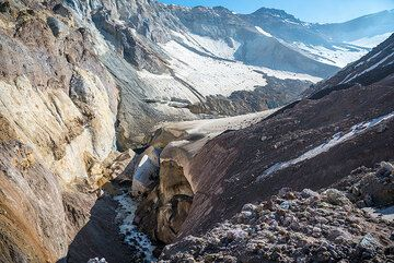 After some time walking, we realize that we are actually on the glacier. (Photo: Tom Pfeiffer)
