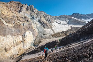 The last section of the trail before reaching the summit crater floor. (Photo: Tom Pfeiffer)