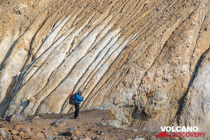 Altered volcanic rocks (Photo: Tom Pfeiffer)