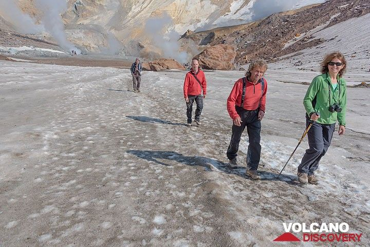 On our way to  the southwestern crater we have to pass a tongue of ice from the crater glacier. (Photo: Tom Pfeiffer)