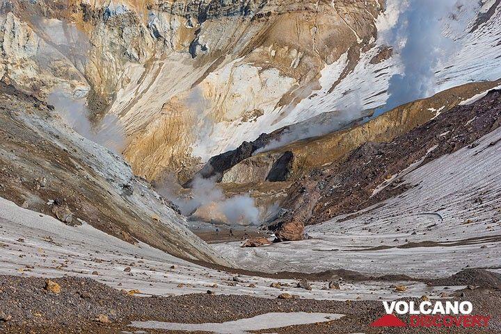 Bizarre landscape of altered rocks and ice fields. (Photo: Tom Pfeiffer)