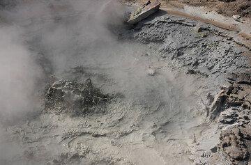 A vigorously boiling mud pool. (Photo: Tom Pfeiffer)