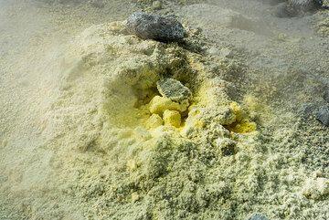 Elemental sulfur deposits form by sublimation around a fumarole. (Photo: Tom Pfeiffer)