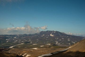 View over Gorely shield volcano in the evening light. (Photo: Tom Pfeiffer)