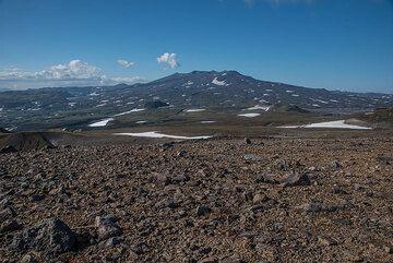 The flat shield volcano of Gorely seem from Mutnovsky. (Photo: Tom Pfeiffer)