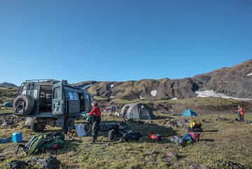 Breaking down camp in the caldera of Gorely. (Photo: Tom Pfeiffer)