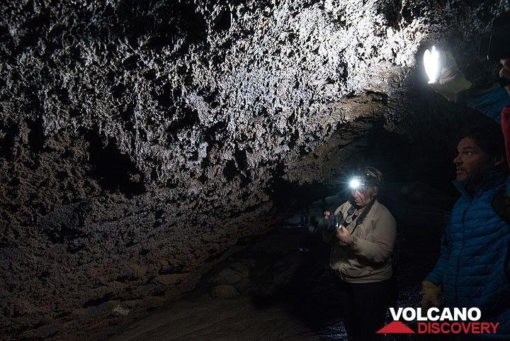 Glassy formations of lavasickles cover much of the walls: when active, the walls of the tube were covered with molten glass that started to drip down onto the floor, generating thousands of small lava stalactites. (Photo: Tom Pfeiffer)