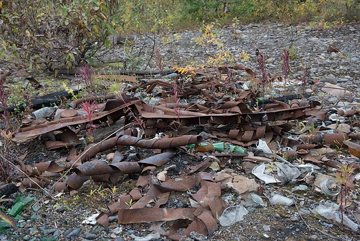 Rusted waste somewhere along the long road to Kozyrevsk. (Photo: Tom Pfeiffer)