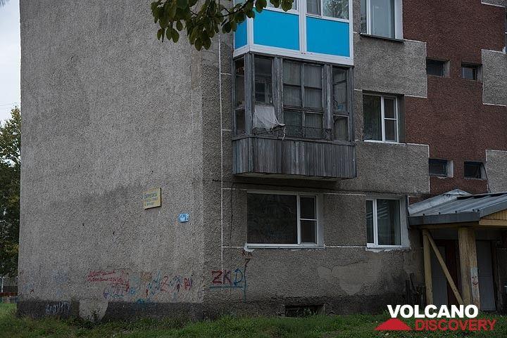 Soviet-style appartment blocks in Milkovo. (Photo: Tom Pfeiffer)
