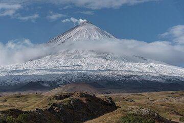 14 Sep: morning view of snow-covered Klyuchevskoy volcano. (Photo: Tom Pfeiffer)