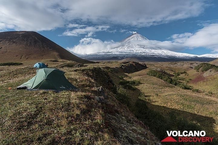 Some put their tents on the ridge formed by an old, large eruptive fissure. (Photo: Tom Pfeiffer)